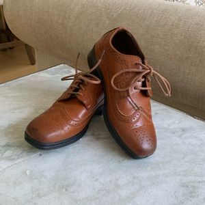 Boys size 1 dress shoes -worn one time
